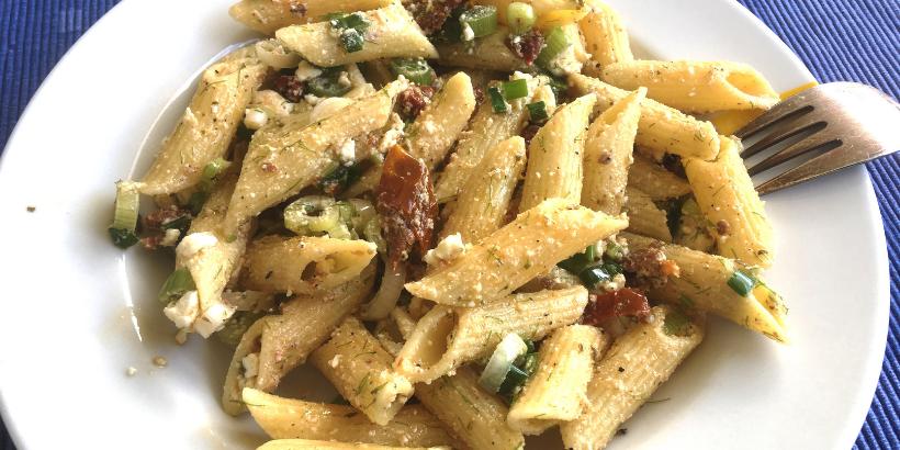 Essen fürs Hirn: Kichererbsen-Nudelsalat mit Tomaten